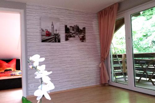 Eingangsbereich mit privatem Balkon